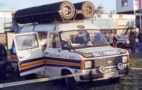 Ford TRANSIT MK II DAVIS SUTTON + ROOF ACCESSORIES IXO (1:18)