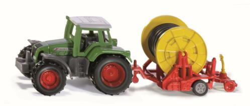 Tractor met beregeningshaspel SIKU (1677)